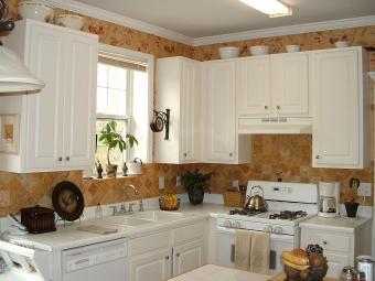 https://cf.ltkcdn.net/interiordesign/images/slide/202218-850x638-Modern-White-Kitchen.jpg