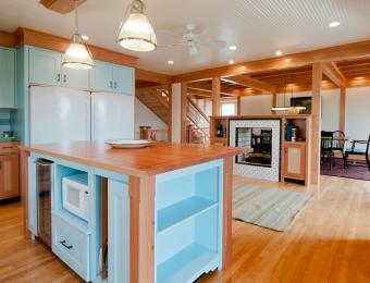 https://cf.ltkcdn.net/interiordesign/images/slide/203547-850x649-Powder-blue-kitchen.jpg