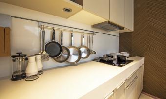 hanging pots and pans backsplash