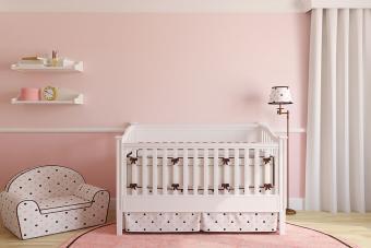 https://cf.ltkcdn.net/interiordesign/images/slide/210079-850x567-Pink-and-brown-baby-nursery.jpg
