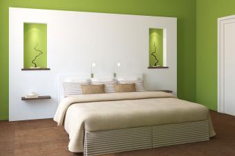 https://cf.ltkcdn.net/interiordesign/images/slide/210082-850x567-Green-and-White-Bedroom.jpg
