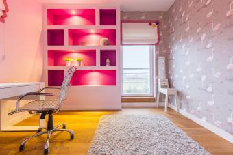 https://cf.ltkcdn.net/interiordesign/images/slide/210087-850x567-Shades-of-Pink-and-Gray-Kids-Study-Area.jpg