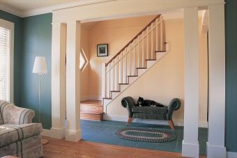 https://cf.ltkcdn.net/interiordesign/images/slide/210088-850x567-Blue-Den-and-Hazelnut-Staircase.jpg