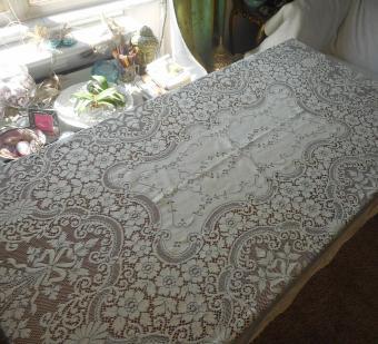 Vintage Quaker lace tablecloth