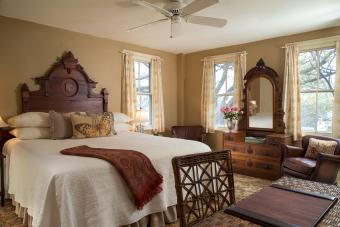 Federal style bed and dresser set