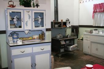 1940s Kitchen Design: Achieving the Retro Look