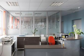 https://cf.ltkcdn.net/interiordesign/images/slide/232867-850x567-blue-gray-office-interior.jpg