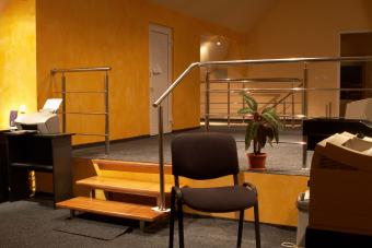 https://cf.ltkcdn.net/interiordesign/images/slide/232870-850x567-marigold-office-interior.jpg