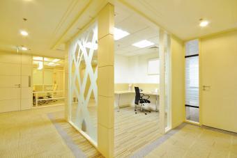 https://cf.ltkcdn.net/interiordesign/images/slide/232871-850x567-yellow-office-interior.jpg