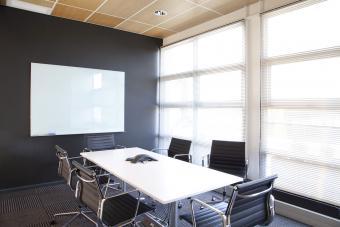 https://cf.ltkcdn.net/interiordesign/images/slide/232878-850x567-dark-gray-office-interior.jpg