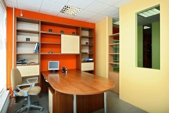 https://cf.ltkcdn.net/interiordesign/images/slide/232881-850x567-orange-and-beige-office-interior.jpg