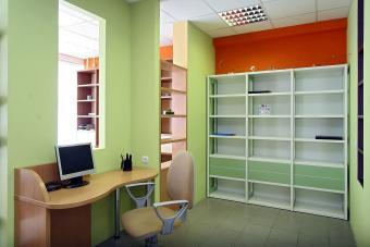 https://cf.ltkcdn.net/interiordesign/images/slide/232882-850x567-green-and-orange-office-interior.jpg
