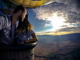 couple in hot air balloon