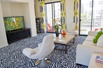 https://cf.ltkcdn.net/interiordesign/images/slide/233436-850x567-zebra-pattern-carpet.jpg