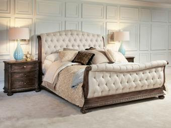 https://cf.ltkcdn.net/interiordesign/images/slide/234045-850x637-20-upholstered-sleigh-bed.jpg