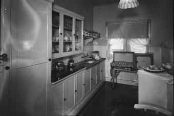 SLNSW 13909 Mrs Harleys flat no 5 Chesterton