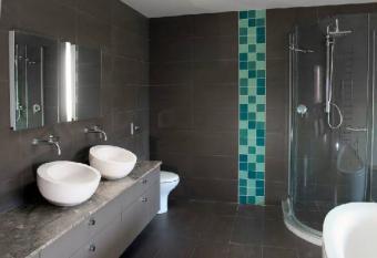 Resized_modernbathroom2.jpg