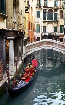 Venetian Interior Design: The Allure of an Art-Inspired Style