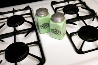 Retro-stove-and-shakers.jpg