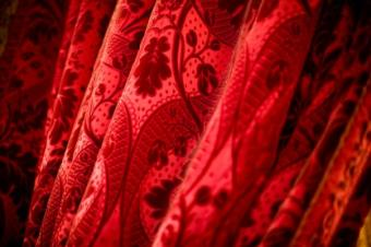 Velvet_curtain_in_red.jpg