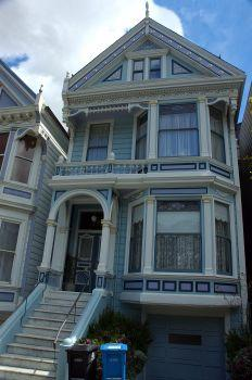 Victorian colors can be muted or bright.