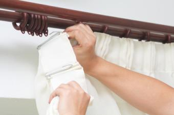 Hanging curtains on curtain rod