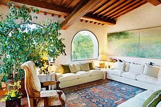 Old world style interior design lovetoknow for Italian villa decorating ideas