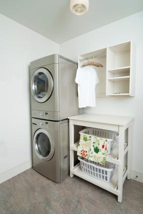 Ideas for small laundry rooms lovetoknow for Small laundry design