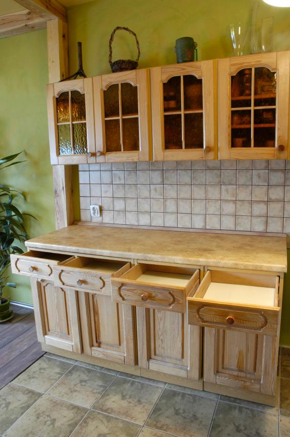 Decorate The Tops Of Kitchen Cabinets 5 Innovative Ways Lovetoknow