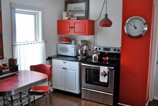 Caf themed kitchen d cor lovetoknow for 50s diner style kitchen