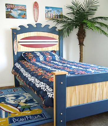 Surf themed room d cor lovetoknow for Surfboard decor for bedrooms
