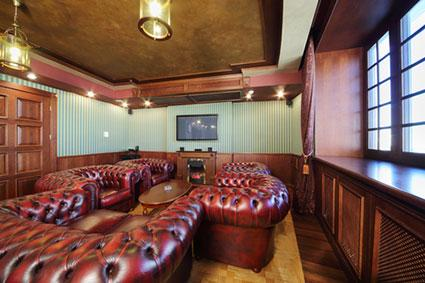 Cigar lounge d cor ideas lovetoknow for Lounge decor ideas pictures