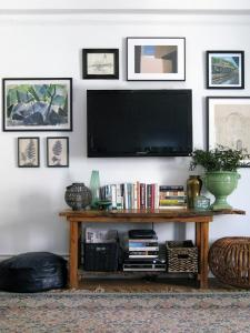 Build a gallery around your TV