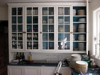 Blue wall in kitchen cabinet