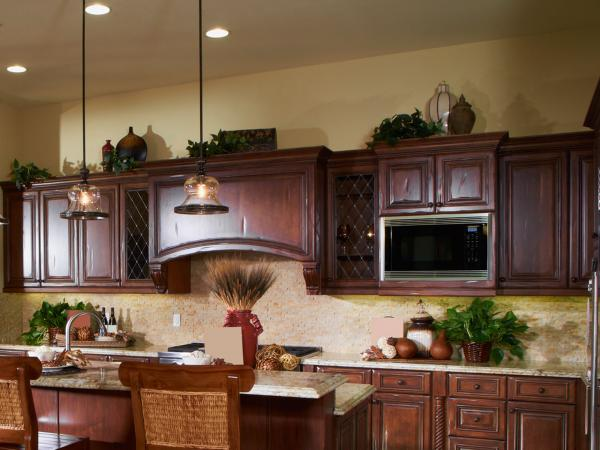 Ideas for decorating above kitchen cabinets lovetoknow for Above cupboard decoration ideas