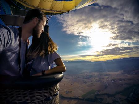 couple in hot air balloon