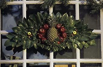 a traditional williamsburg holiday wreath source colonial williamsburg - Colonial Williamsburg Christmas Decorations