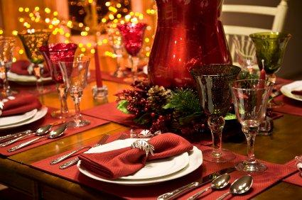 Christmas table settings lovetoknow for Souper simple entre amis