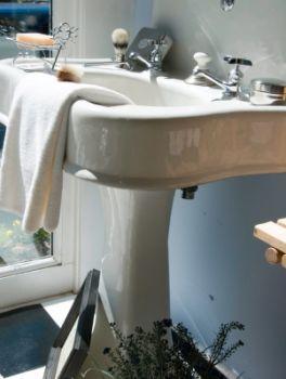 art deco bathrooms lovetoknow. Black Bedroom Furniture Sets. Home Design Ideas