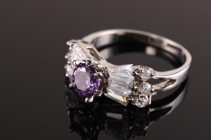 https://cf.ltkcdn.net/jewelry/images/slide/142724-425x282-amethyst_diamond_ring.jpg