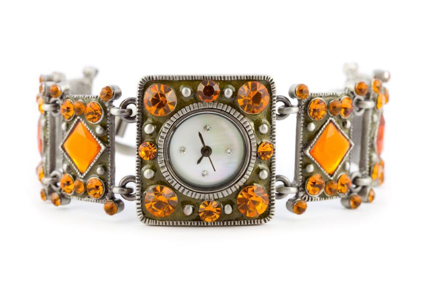https://cf.ltkcdn.net/jewelry/images/slide/159968-849x565r1-silver-cuff-7.jpg