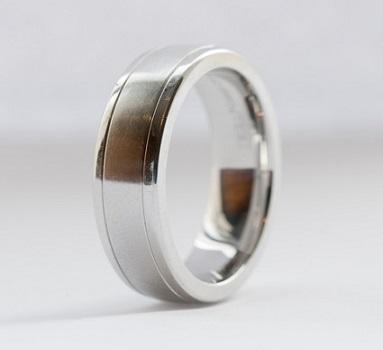 https://cf.ltkcdn.net/jewelry/images/slide/173472-383x350-mens-ring-slide.jpg