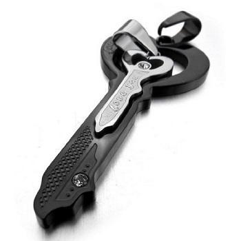 https://cf.ltkcdn.net/jewelry/images/slide/173476-350x350-his-key-pendant.jpg
