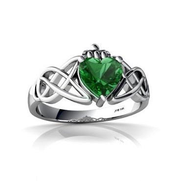 https://cf.ltkcdn.net/jewelry/images/slide/173658-370x370-emerald-birthstone-ring.jpg