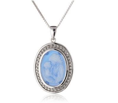 https://cf.ltkcdn.net/jewelry/images/slide/173744-400x350-mother-child-cameo.jpg