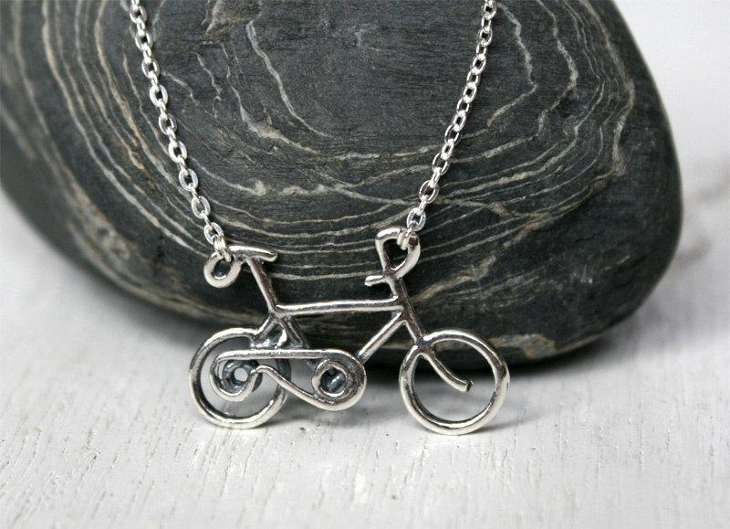 https://cf.ltkcdn.net/jewelry/images/slide/181590-800x579-Bicycle-Necklace-at-GreenDuckWeed.jpg