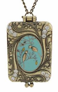 https://cf.ltkcdn.net/jewelry/images/slide/191625-189x300-partial-filigree-locket.jpg