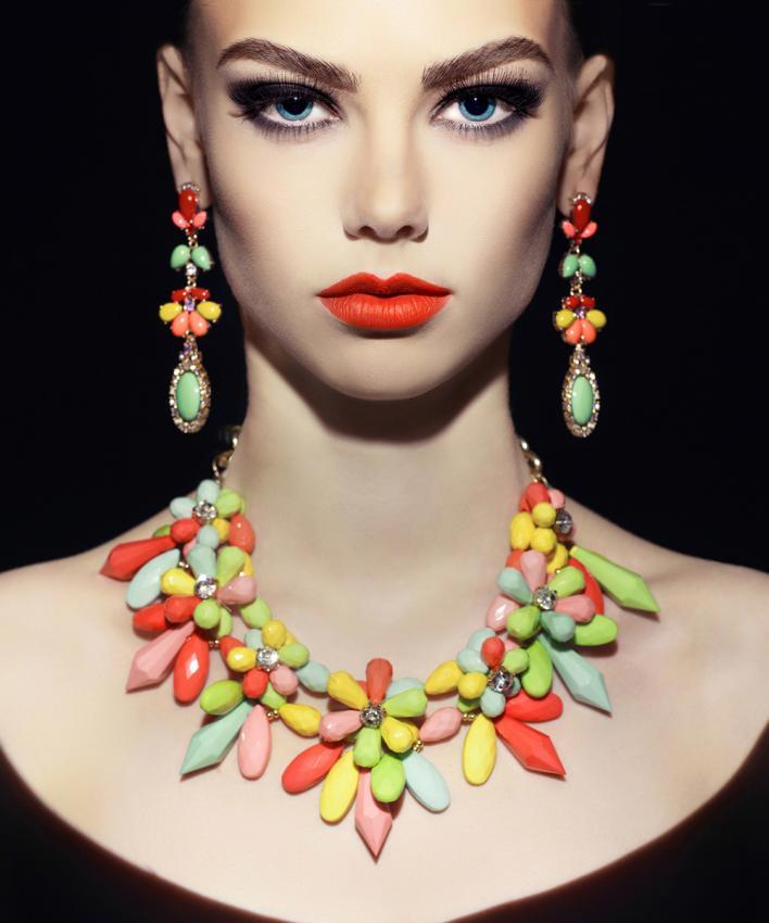 https://cf.ltkcdn.net/jewelry/images/slide/197264-708x850-bold7_necklacecrop.jpg