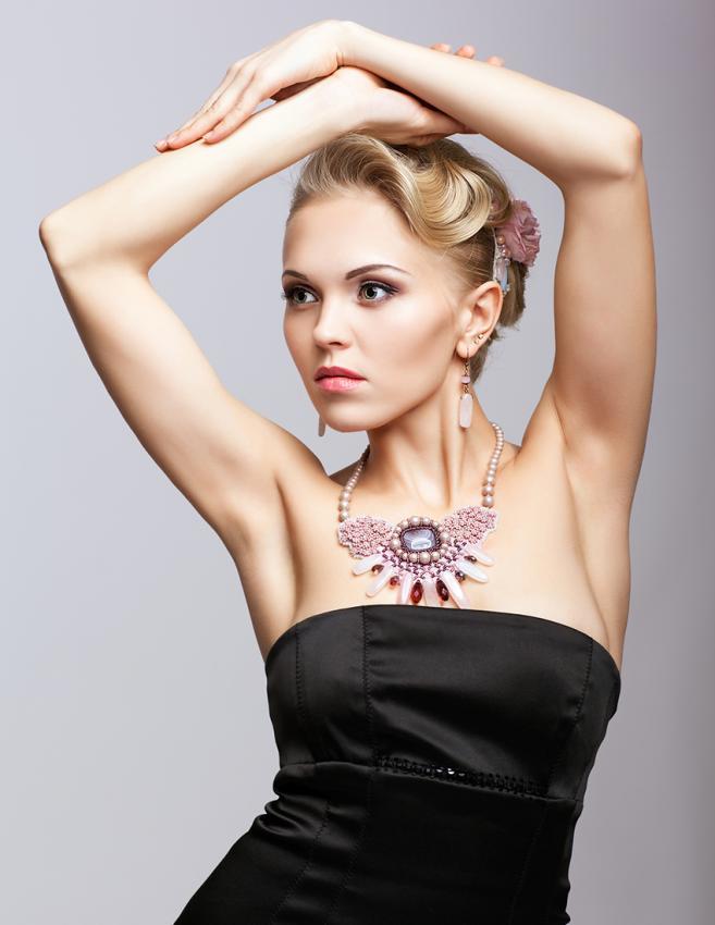 https://cf.ltkcdn.net/jewelry/images/slide/198616-657x850-dress1_primarycrop.jpg