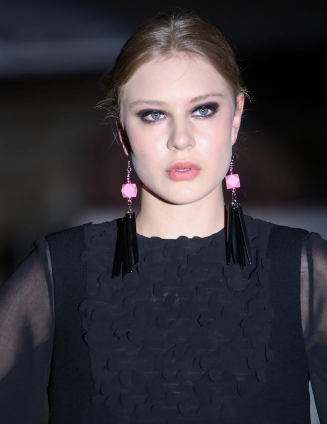 https://cf.ltkcdn.net/jewelry/images/slide/198621-657x850-dress5_blackcrop.jpg
